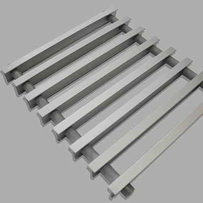 Декоративная рулонная решетка «Бриз», цвет алюминий с бесцветным анодированием, шаг 12, 200х1000